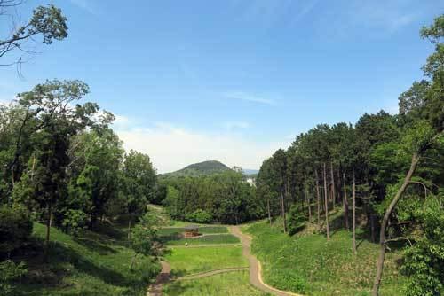 2005新沢千塚古墳群南公園から畝傍山