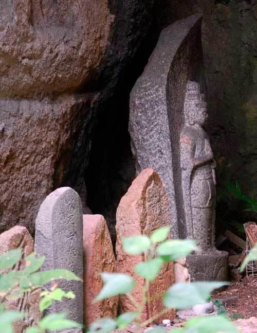 200812岩屋石仏