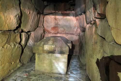 201205石のカラト石室