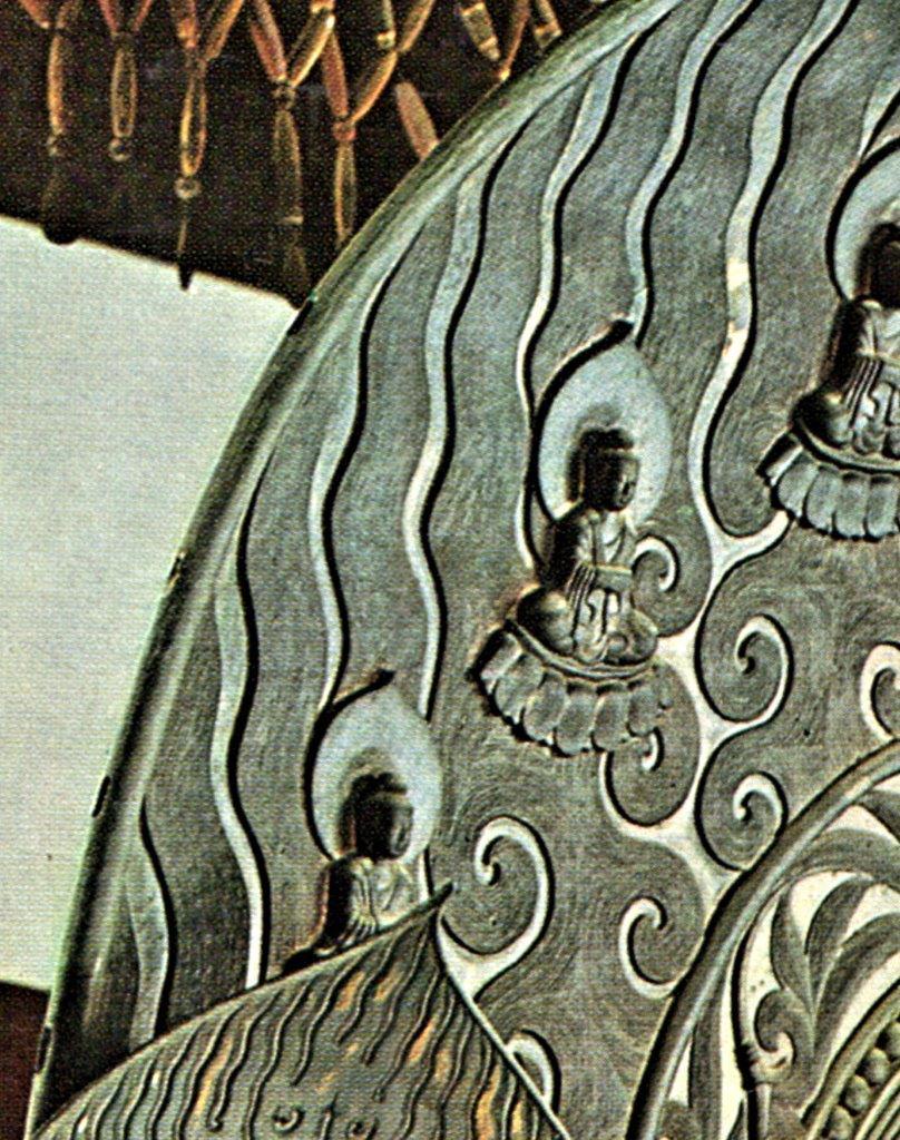 法隆寺金堂・釈迦三尊像光背~周縁部の小さなホゾ穴があるのが判る