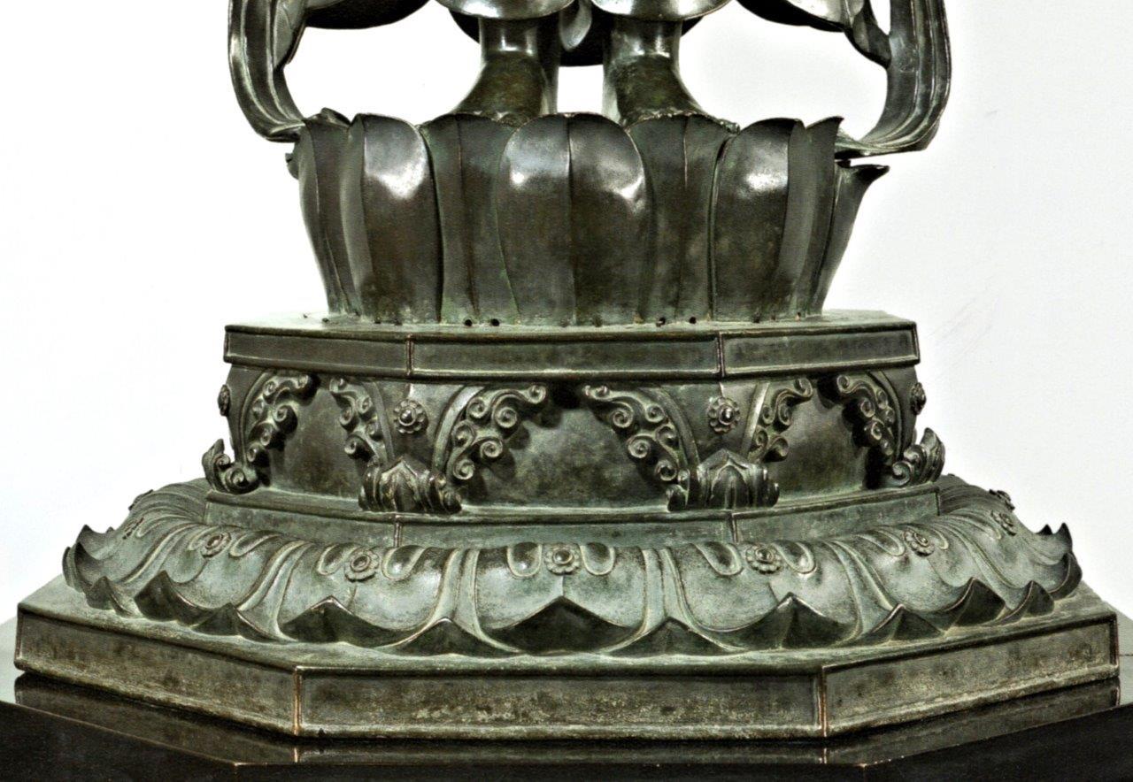 聖観音像の台座~上框に小さな穴が穿たれているのが判る