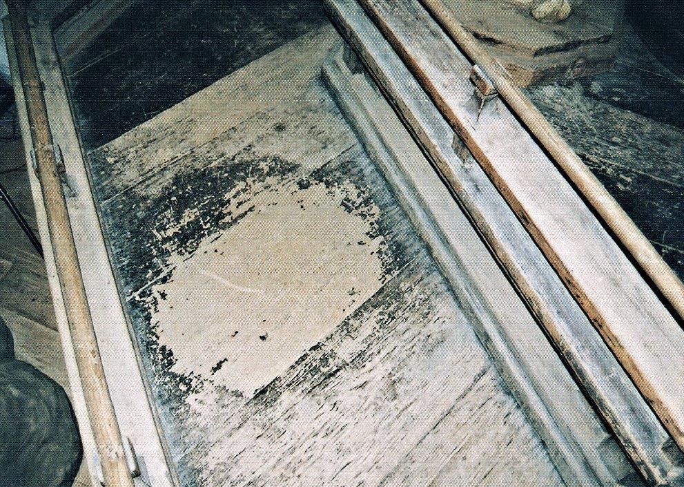 八角二重基壇下段に遺された八角形の台座の痕跡