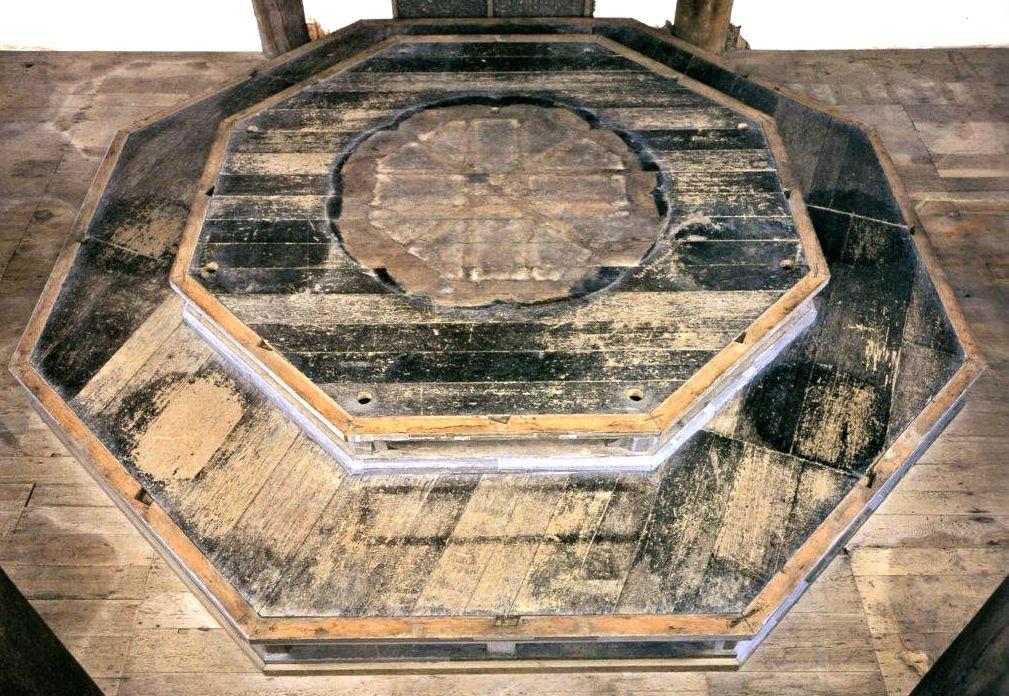 法華堂本尊の八角二重基壇~基壇修理時撮影写真