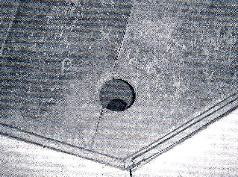 八角二重基壇に遺されている柱穴