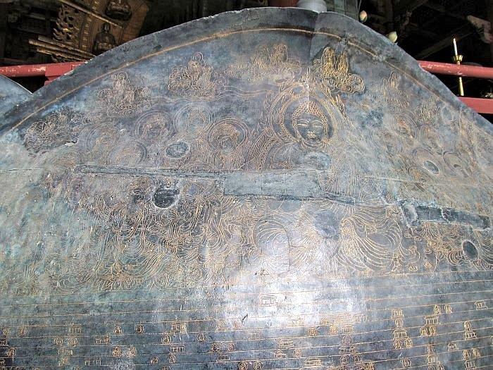東大寺・大仏蓮弁の線刻図(模造の写真)