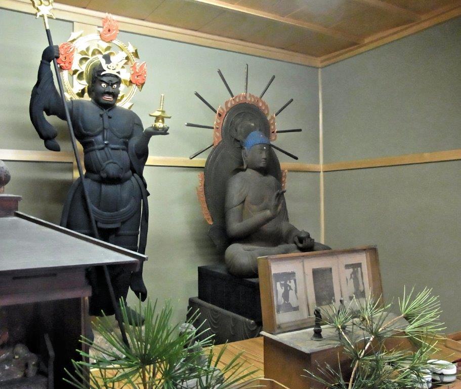 桜井興善寺堂内(薬師如来像・毘沙門天像)