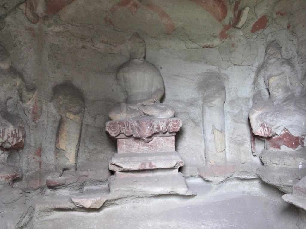 223天龍山石窟①:無残に石仏が削り取られた現在の石窟(第6窟)
