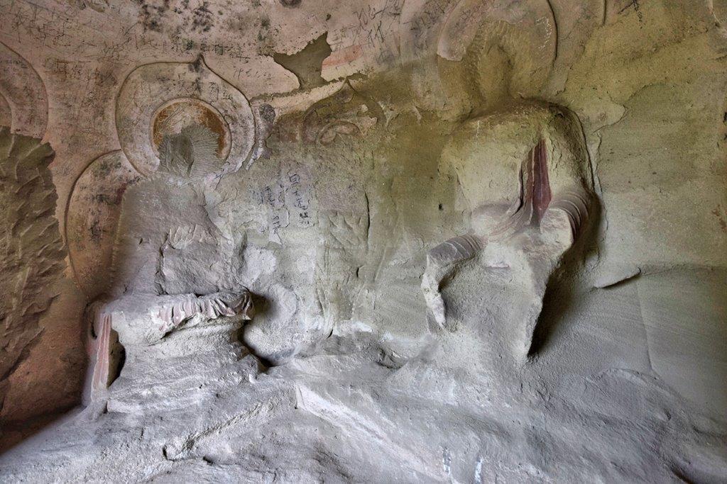 223天龍山石窟①:無残に石仏が削り取られた現在の石窟(第14窟)