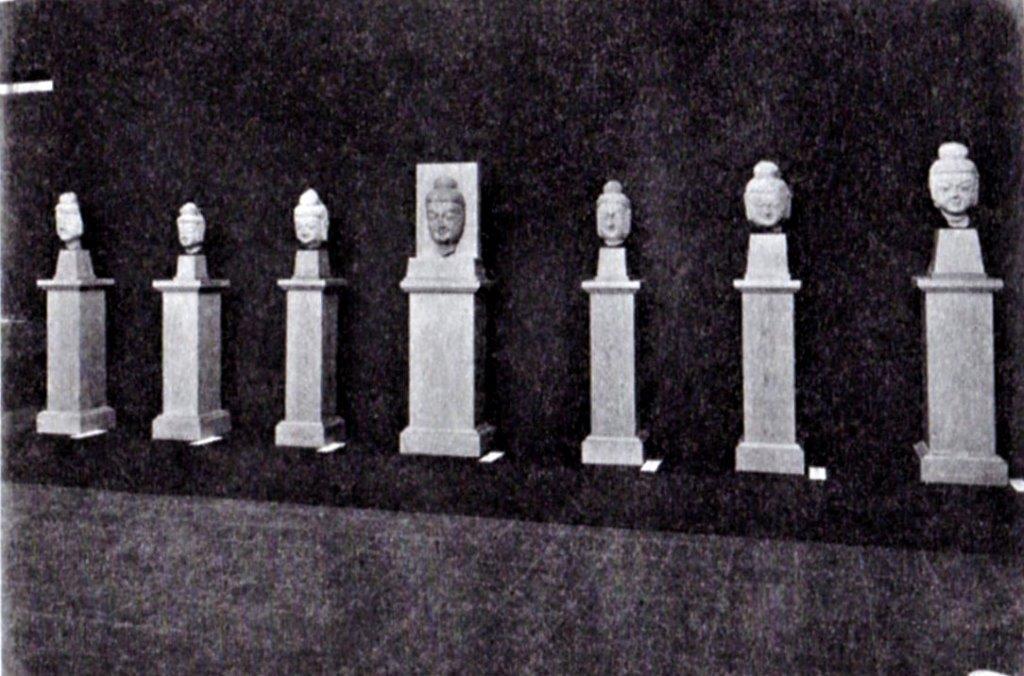 226天龍山石窟④:「支那朝鮮古美術大展覧会」(1934)での石仏展示風景