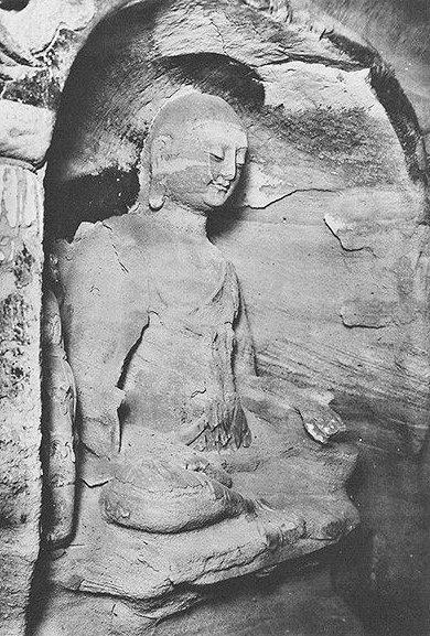 228天龍山石窟⑥:盗鑿前の天龍山石窟第8窟北壁写真