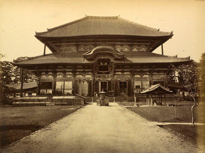 229法隆寺展薬師:明治14年頃の東大寺大仏殿古写真