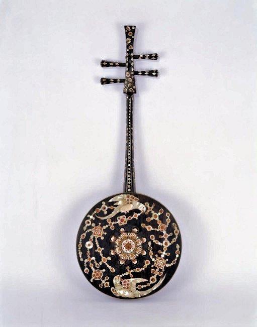 229法隆寺展薬師:正倉院宝物(楓蘇芳染螺鈿槽琵琶)