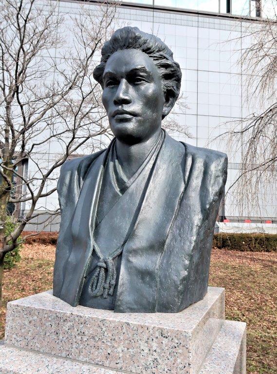 229法隆寺展薬師:東博平成館前の初代館長・町田久成胸像