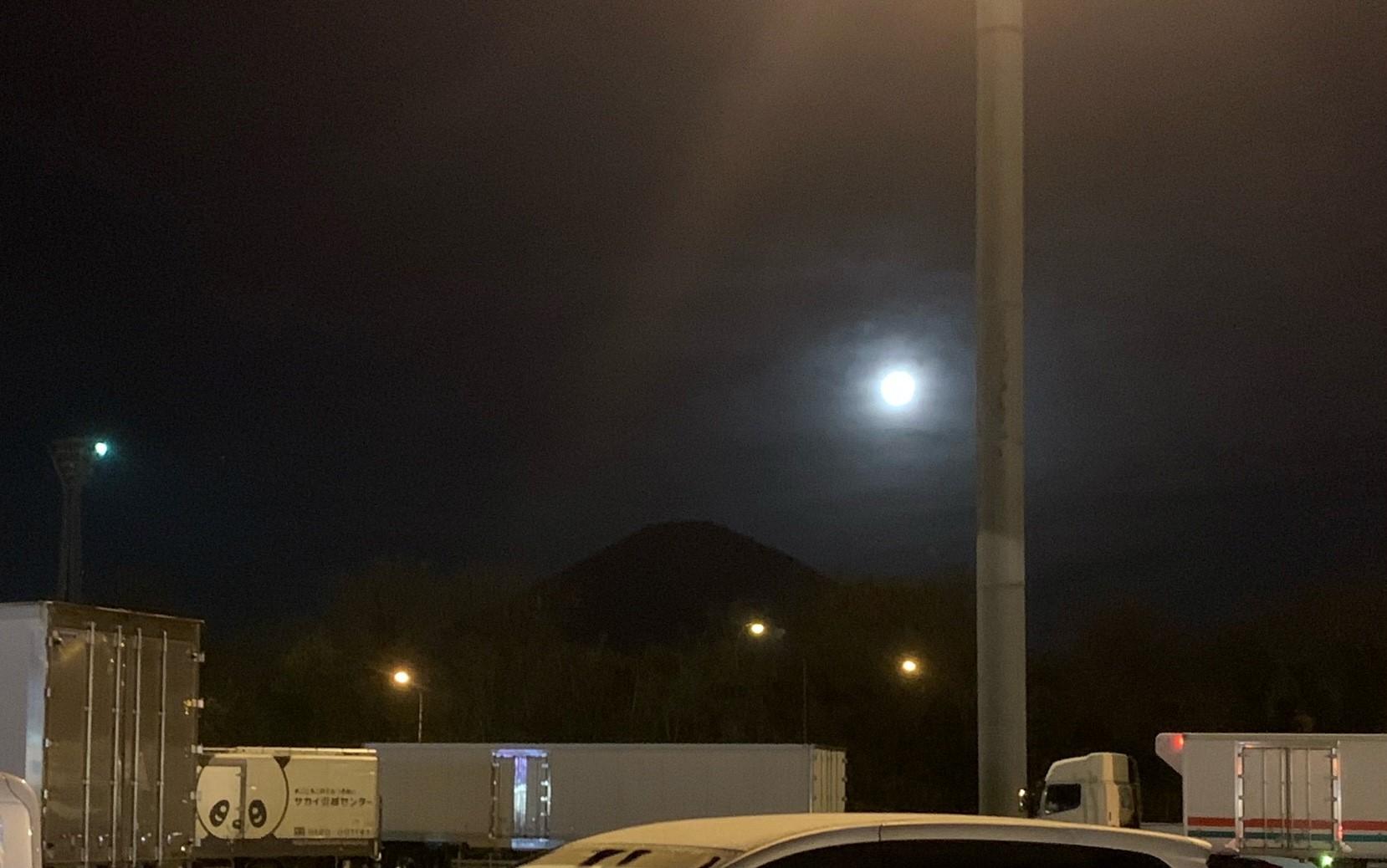 月明かりの富士山