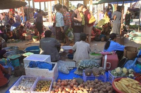 サラワン市場1