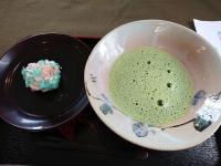 あじさいの和菓子とお茶
