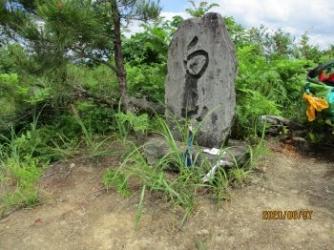2山頂にある白山の石碑
