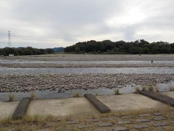 千疋大橋下流堰堤下