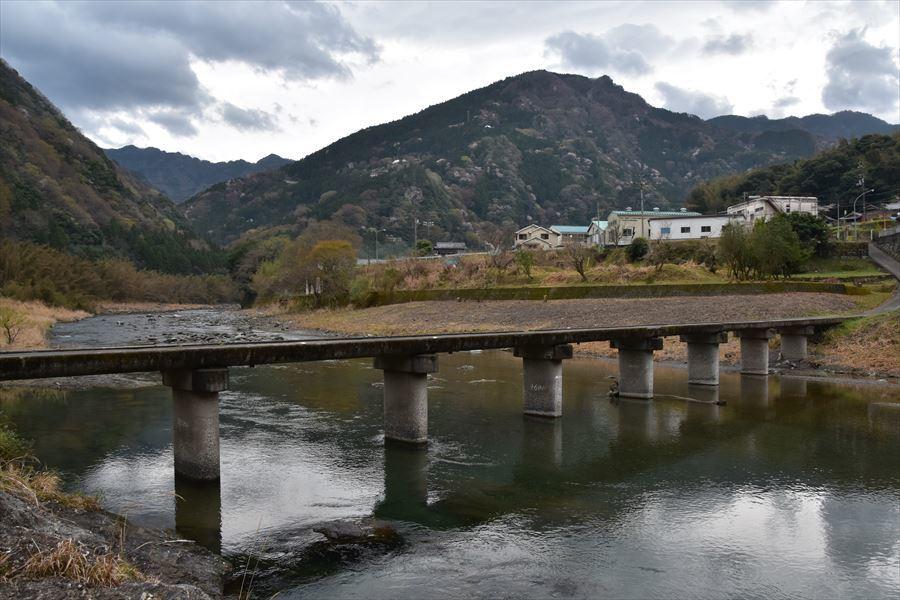 潜水橋と桜3