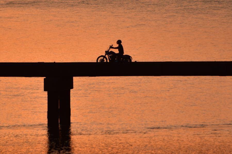 夕日とバイク2