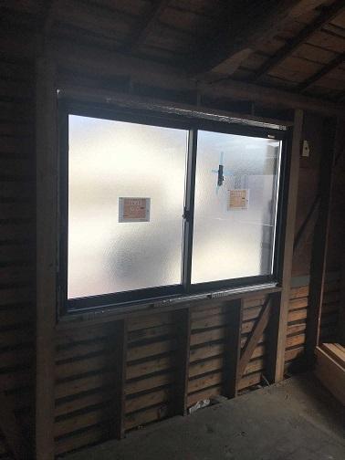 2F窓室内