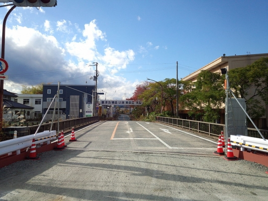 1024px-A_slogan_sign_in_Futaba,_Fukushima_in_2013