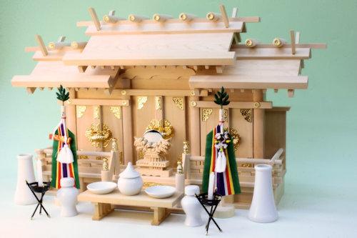 尾州桧で作る神棚 屋根違い三社神殿