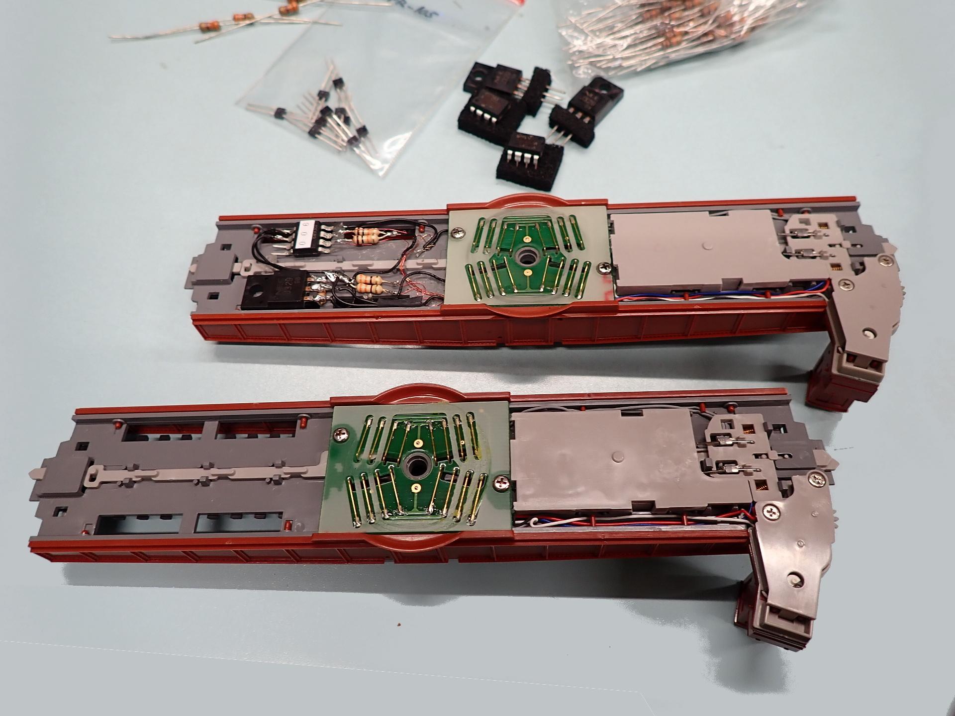 下の転車台ユニットに配線加工します。