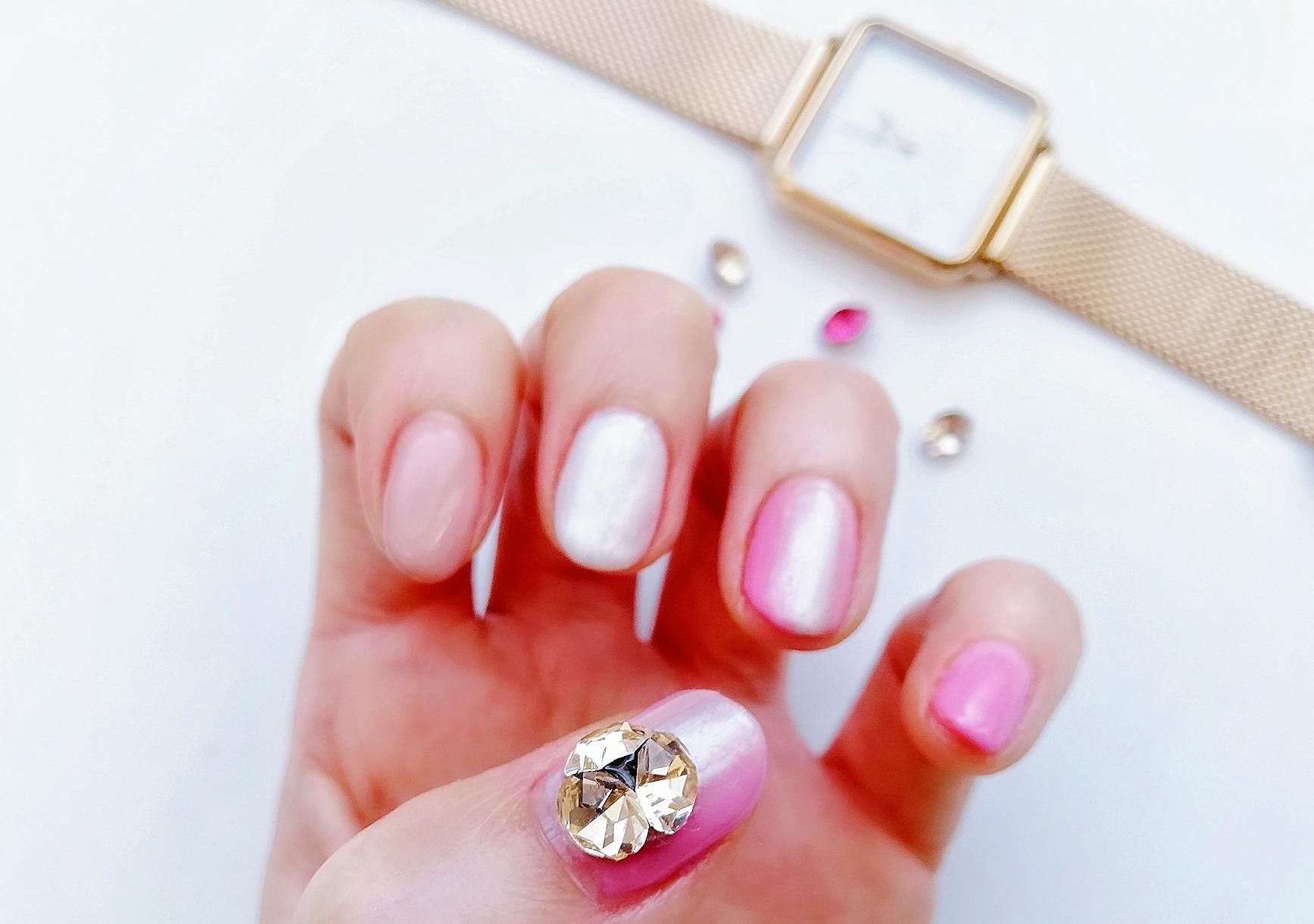 ピンクの【縦グラデーションネイル】で美爪効果アップ!!ナチュラルコスメのカラーアイテムもご紹介