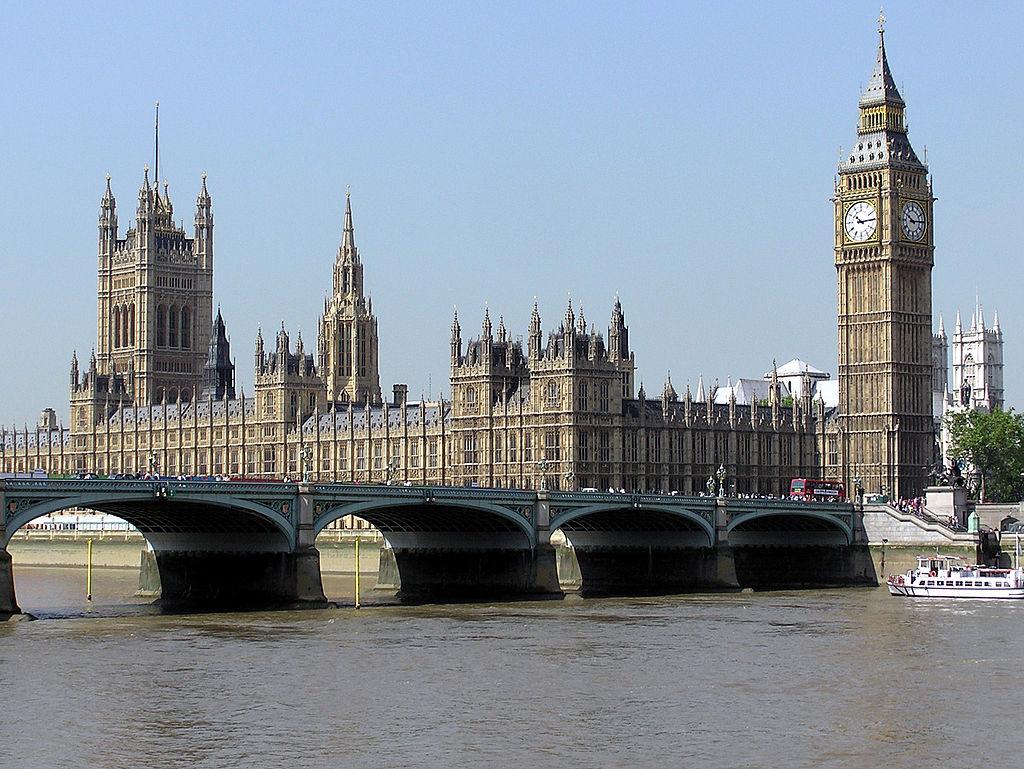 イギリス議会の議場であるウェストミンスター宮殿