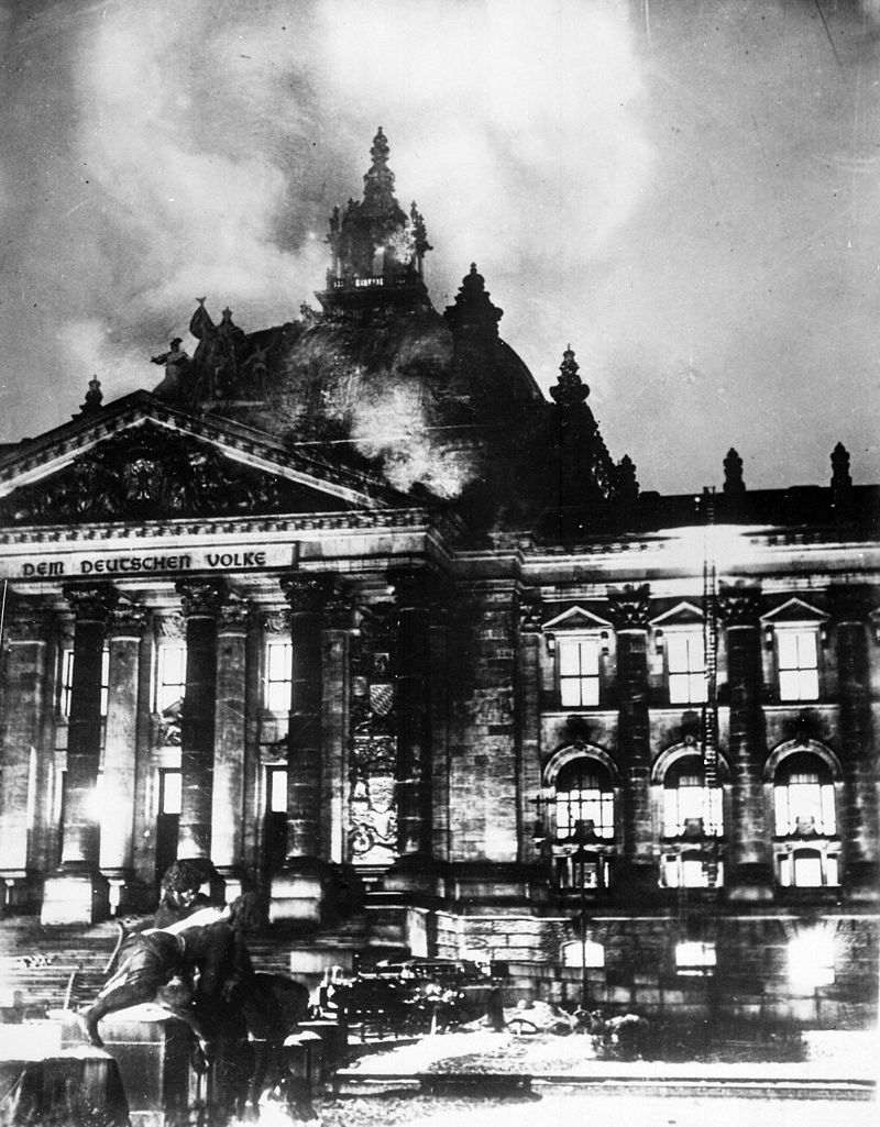 炎上するドイツ国会議事堂 1933年