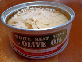 【写真】ホワイトシップ印のオリーブオイル漬ツナ缶