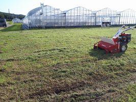【写真】自走式草刈機で刈り終えた農園の様子