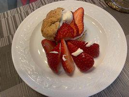 【写真】自家製スコーンとポレポレ苺のプレート