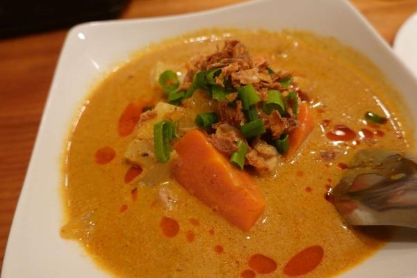 タイ料理 チョムパイ