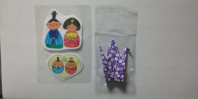 巫女さん人形と折り鶴