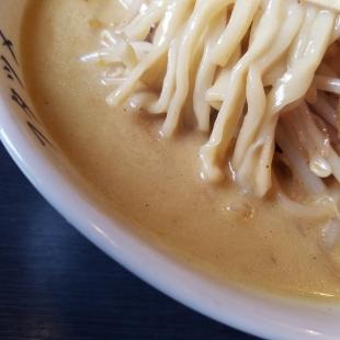 フタツメ白根 濃厚カレータンメン スープ