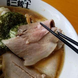 背脂三銃士 特製海老ワンタン麺醤油 チャーシュー