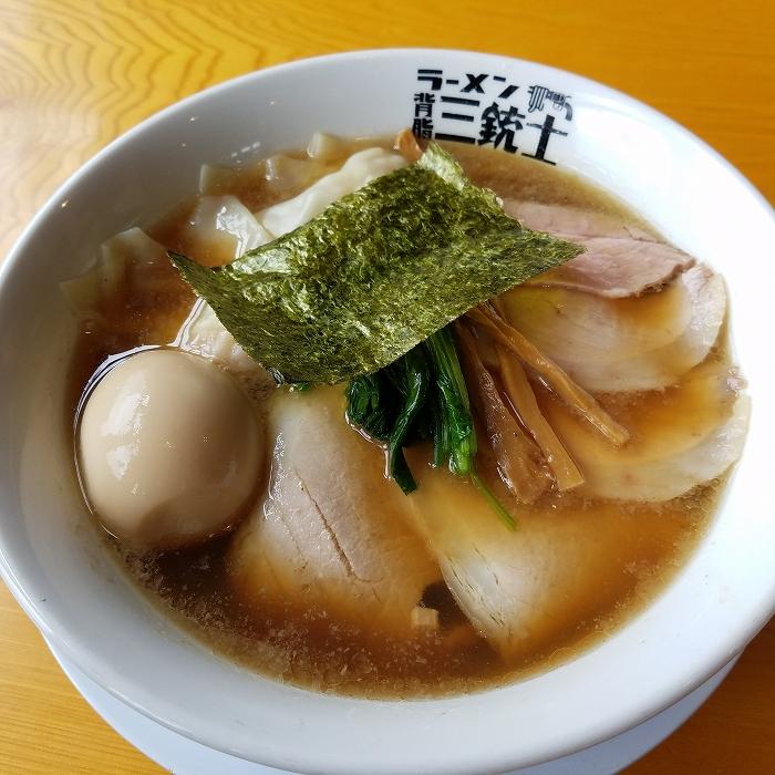 背脂三銃士 特製海老ワンタン麺醤油