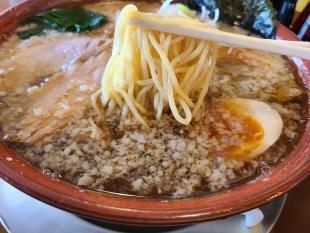 満月月岡 背脂ラーメン 麺スープ