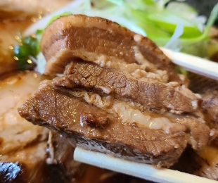 粋翔 マルタ醤油ラーメン肉増 角煮