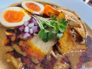 SUN カレポタ担々麺 具