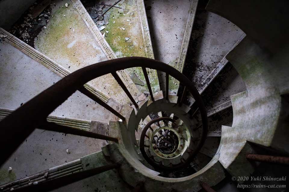 スカイレスト ニュー室戸 深淵へと続く螺旋階段
