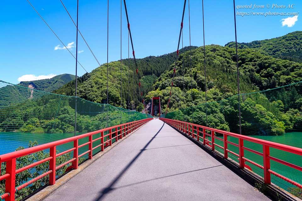 神流湖に架かる金比羅橋(自殺の名所・心霊スポット)