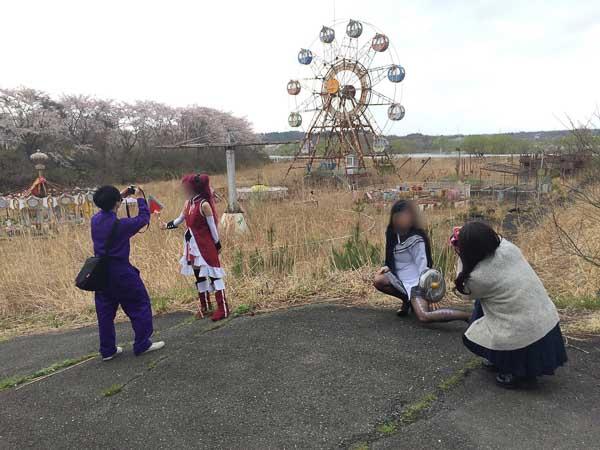 化女沼レジャーランドの見学会でコスプレ撮影に興じるファン達