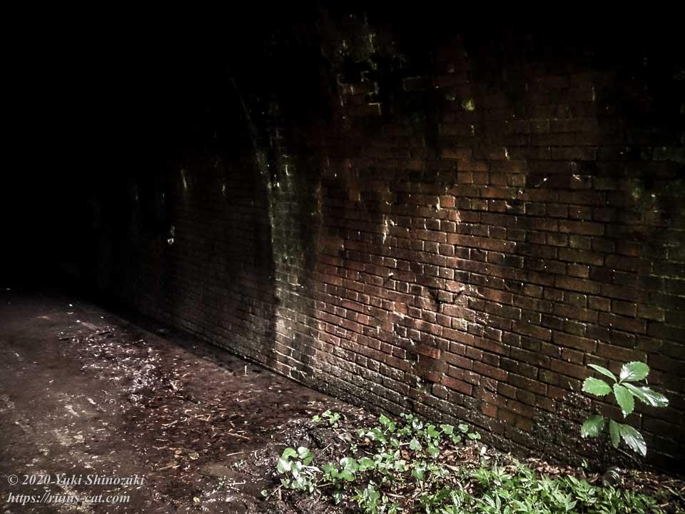 畑トンネル(心霊スポット) トンネル内部は煉瓦巻となっている