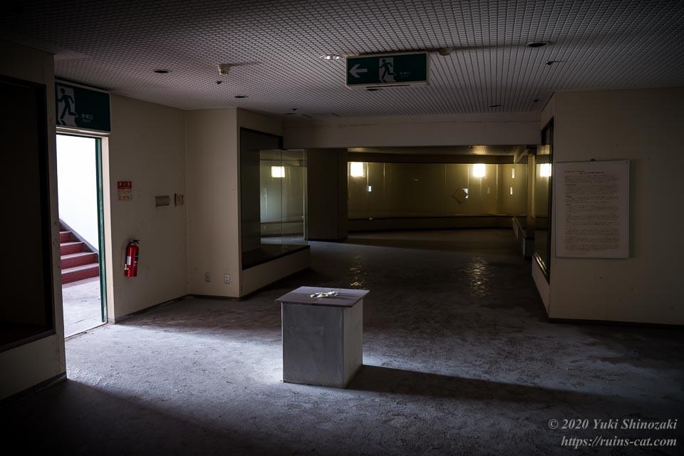 世界平和大観音像の台座内 2階「奥内近代絵画美術館」