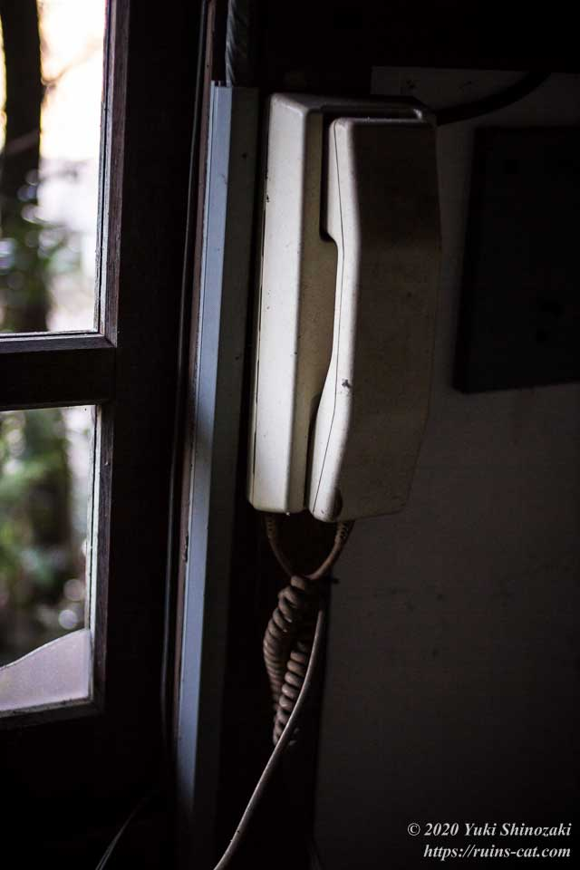 上高地別荘ホテルのフロントの電話