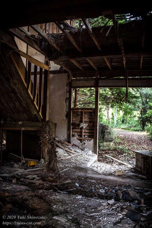 料亭ふるさと(心霊スポット) 玄関付近から入口の外を見た眺め
