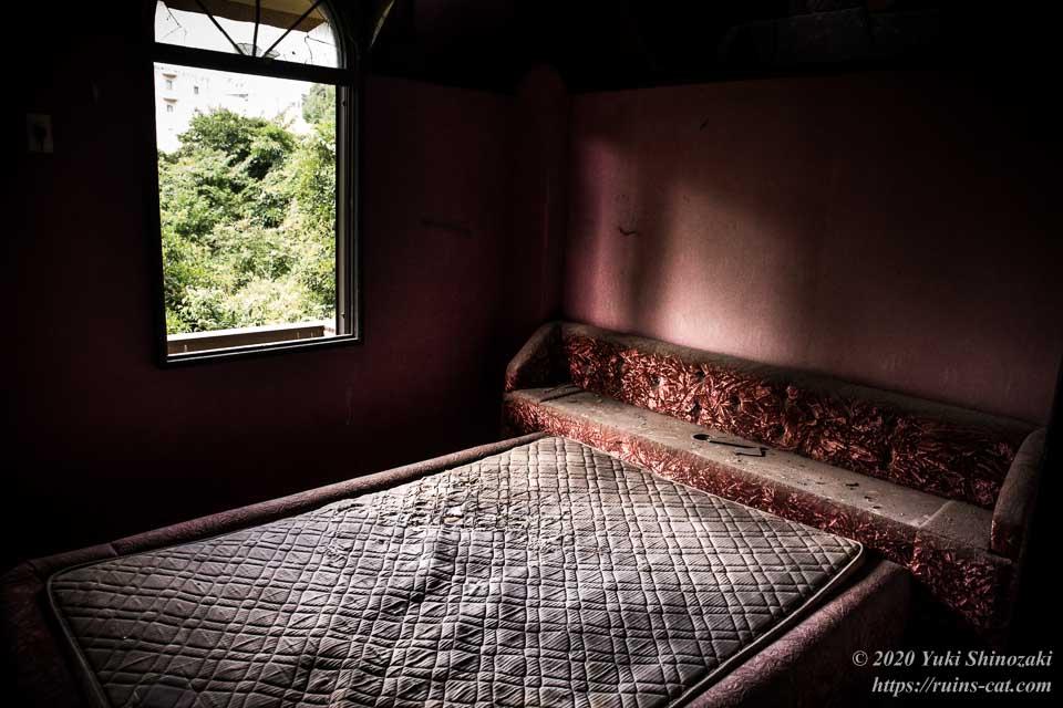 ホテル活魚(油井グランドホテル) ベッドのある洋室